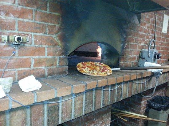 Benito's Brick Oven Pizza & Pasta : Deliciouso