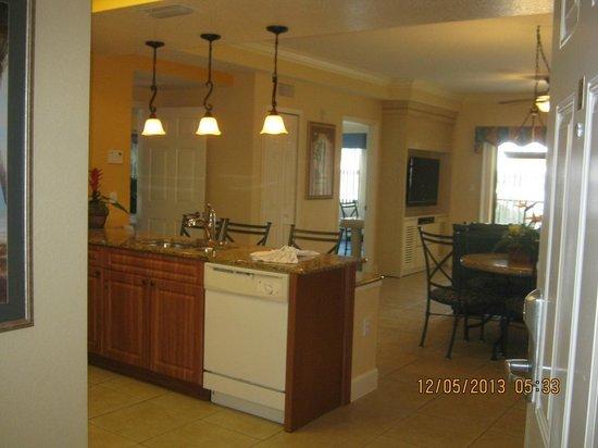 Westgate Lakes Resort & Spa: Al ingresar , cocina, comedor, living y a la izq, el dormitorio