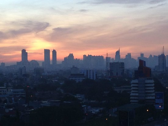 Hotel Ciputra Jakarta: Looking east at sunrise