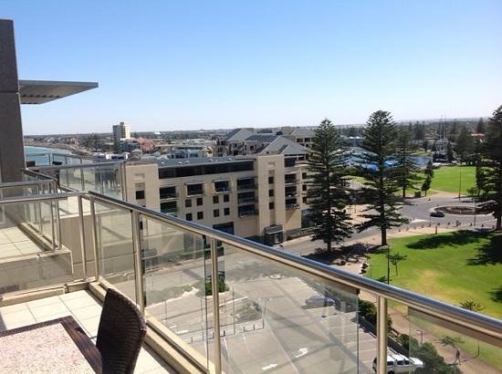 Oaks Plaza Pier Apartment Hotel: amazing views from our top floor apartment