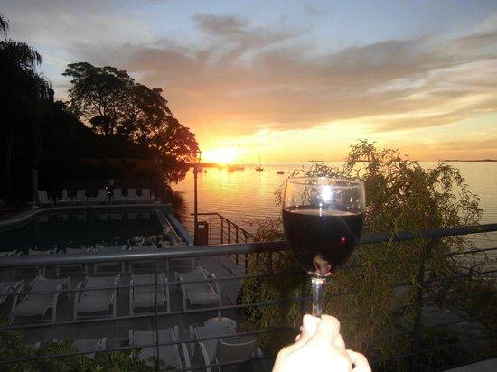 Radisson Colonia del Sacramento Hotel: bom vinho e por do sol do terraço