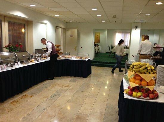 Hotel Monopol: Breakfast ( Hotel Exselsior )
