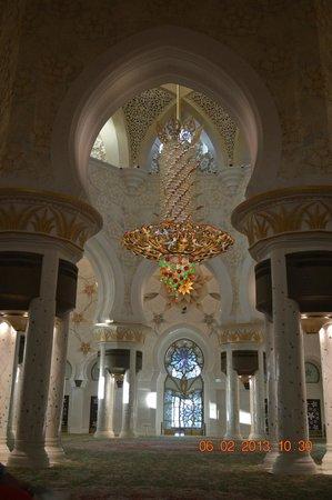 Mezquita Sheikh Zayed: una de las arañas de cristal