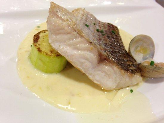 Marejol: Denton with garlic sauce and clams