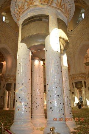 Mezquita Sheikh Zayed: las columnas tienen detalles en nácar