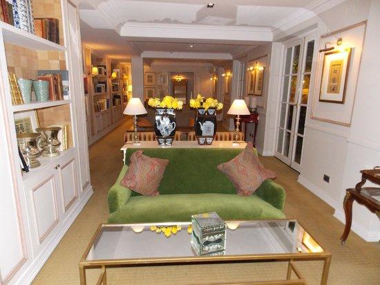 Le Rêve Boutique Hotel: Sala de estar onde é servido o café.