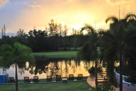 Laguna Holiday Club Phuket Resort: Dawn from balcony