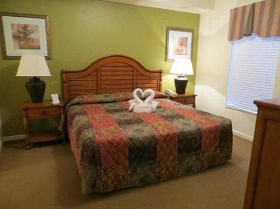 Lake Buena Vista Resort Village & Spa : Master, king sized bed