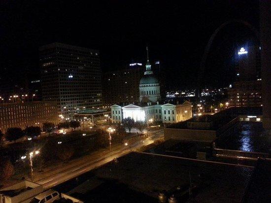 Hilton St. Louis at the Ballpark: :)