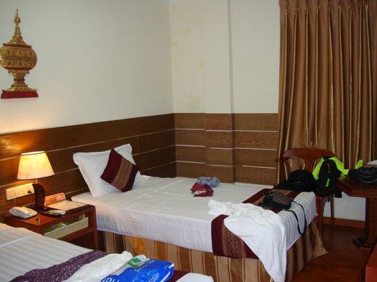 Hotel Yadanarbon: room