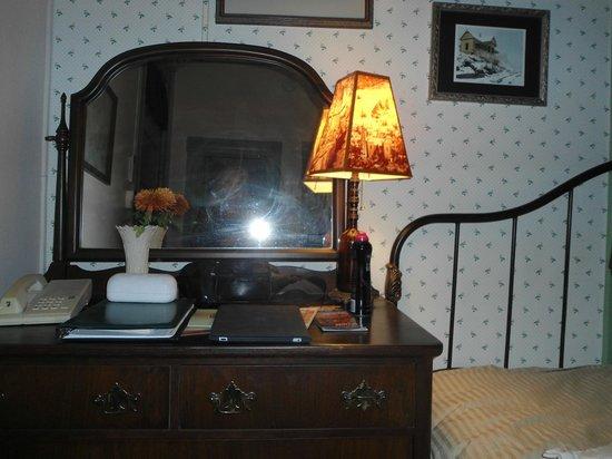 Connor Hotel of Jerome: Dresser