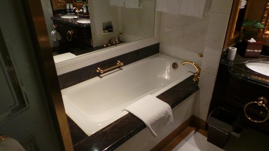 Grand Central Hotel Shanghai: Full Size Bathtub with Great Shower