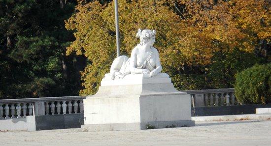 Schonbrunner Gardens : Guardian sphinx