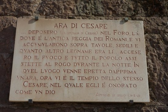 Tempio del Divo Giulio: plaque about Altar of Caesar