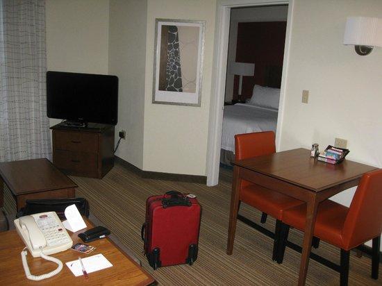Residence Inn Whitby: Living room