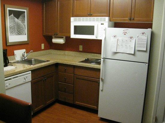 Residence Inn Whitby: Kitchen