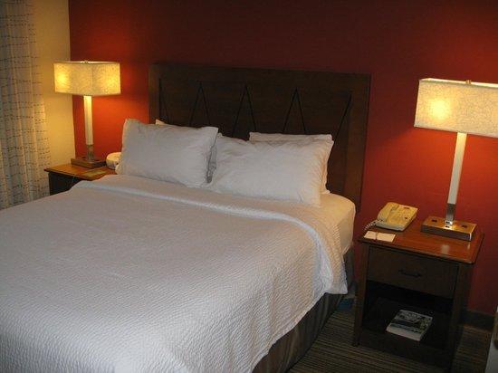 Residence Inn Whitby: Bedroom