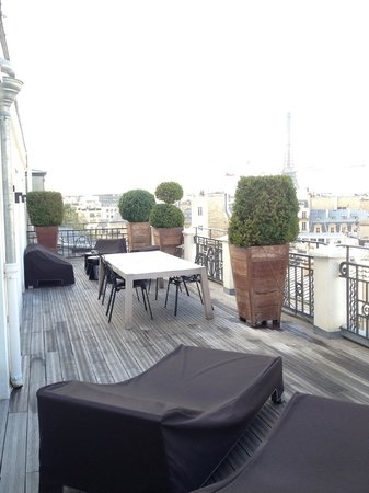 Hotel Marignan Champs Elysees: terrace of suite