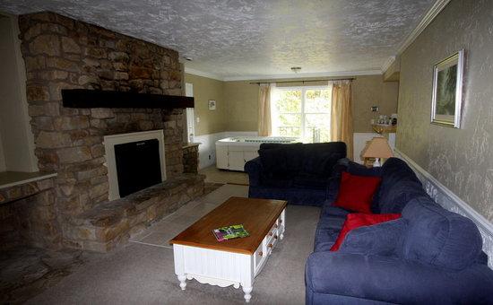 Abbey Inn: Iris Suite with full kitchen
