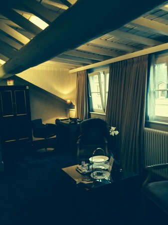 Le Place d'Armes Hotel: A - 120 m2,  they sale it as a room, executive room, this is a suite. the 1st room of the suite