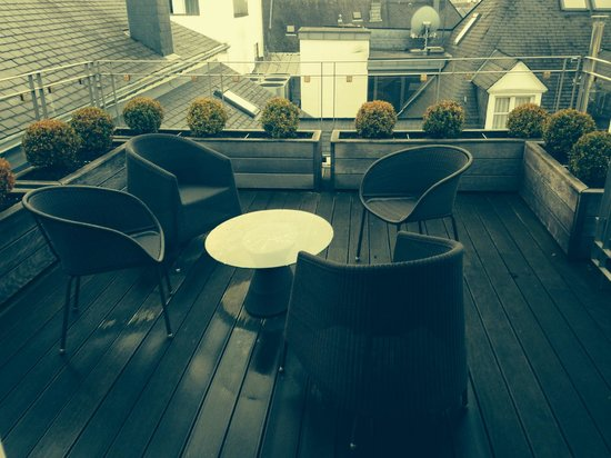 Le Place d'Armes Hotel: the terrace in front of the bedroom, fantastic!