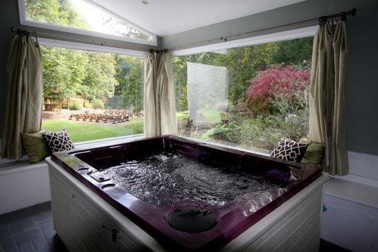 Abbey Inn: Hot Tub Solarium