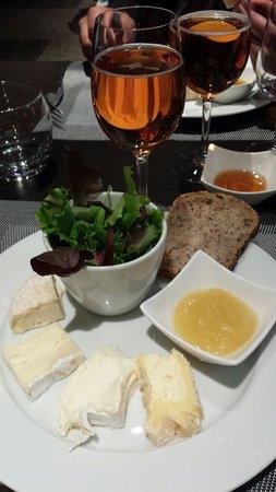 La cave: Soirée dégustation de fromages.