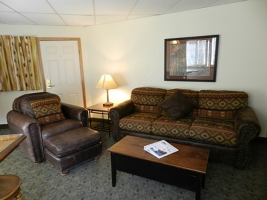 Box Canyon Lodge & Hot Springs: Small Suite 114