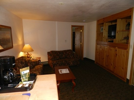 Box Canyon Lodge & Hot Springs: Small Suite 115