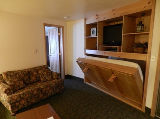 Box Canyon Lodge & Hot Springs: Small Suite 115 - Murphy Bed