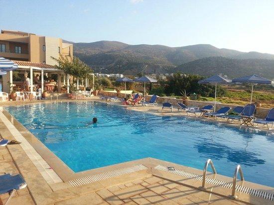 Golden Bay Malia : la piscina
