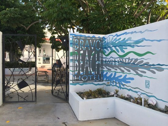 Bravo Beach Hotel: entrance to hotel