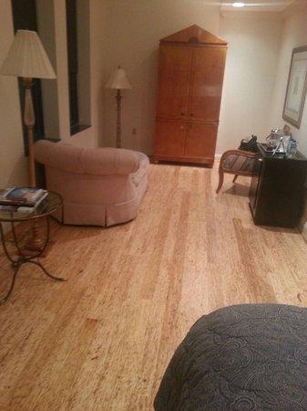 Cincinnatian Hotel: Nice size rooms