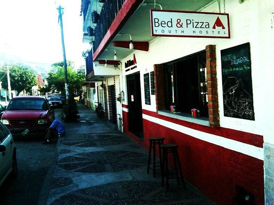 Bed & Pizza- youth hostel: Servicio a la calle