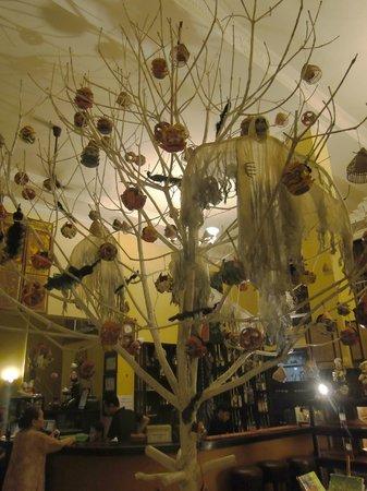 Anise Hotel: Hall x Halloween