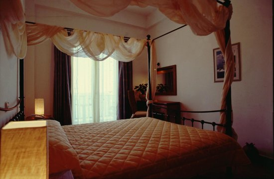 Chris Hotel: Double bed room