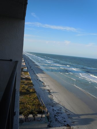 Tropic Shores Resort : View from balcony left/Daytona Beach