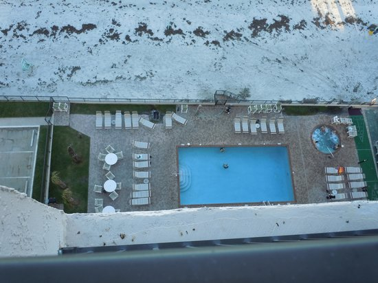 Tropic Shores Resort : Pool from 11th floor