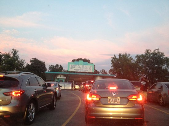 Starlight Six Drive-In: long line to get in