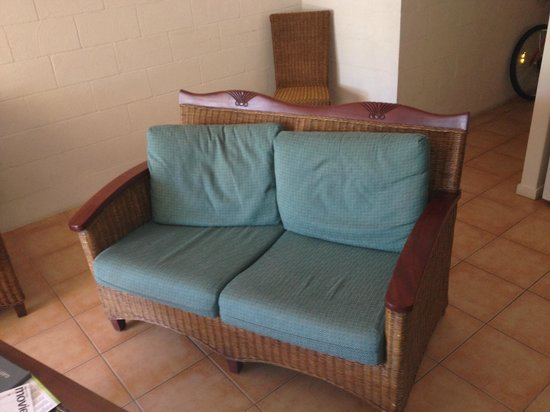 The Edge On Beaches: Standar of furniture, very uncomfortable