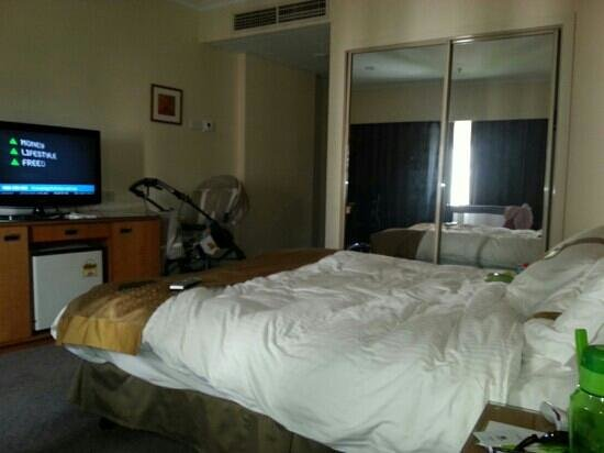 Holiday Inn Potts Point - Sydney: room 719