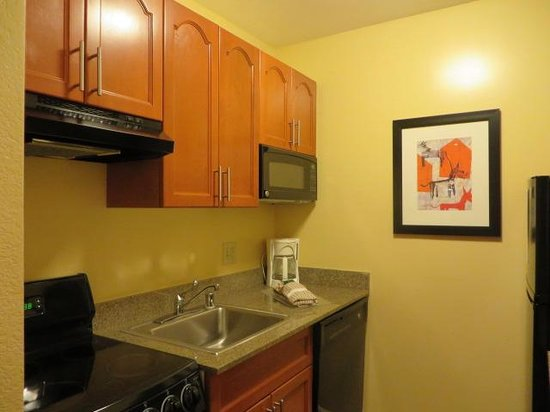 TownePlace Suites Denver Downtown: kitchen
