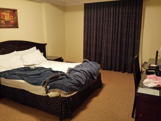 Tulip Inn Riyadh : صورة من غرفة النوم ...... وأعتذر عن الكركبة ^_^