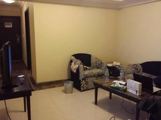 Tulip Inn Riyadh : صورة من صالة الجلوس ...... وأعتذر عن الكركبة ^_^
