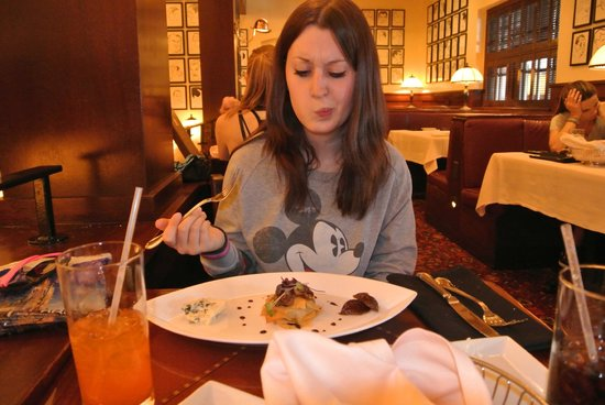 Hollywood Brown Derby: What is on my plate??????