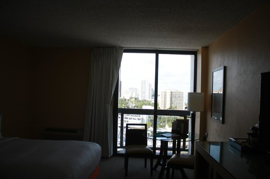 Bahia Mar Fort Lauderdale Beach - a Doubletree by Hilton Hotel: Another view of $400 hotel room.  ha!