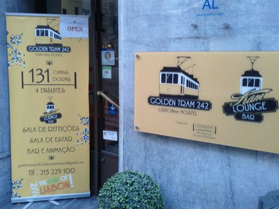 Golden Tram 242 Lisbonne Hostel: Esterno