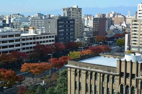 Kyoto Hotel Okura: View of Oike Dori autumn leaves
