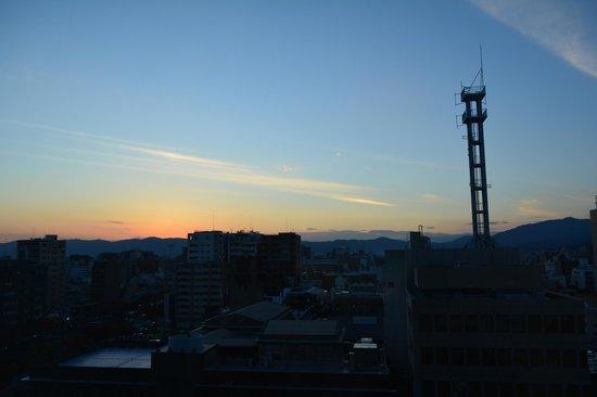 Kyoto Hotel Okura: Sunset view looking west