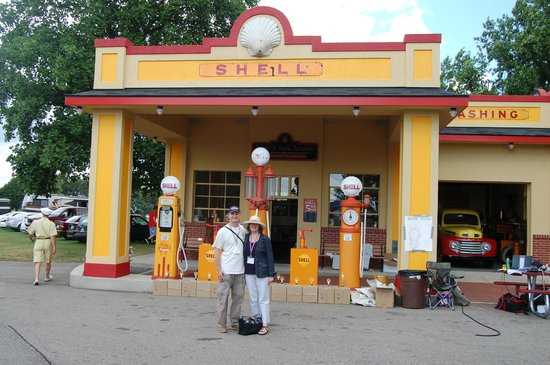 Gilmore Car Museum: Shell station at the Gilmore Classic Car Museum, Hickory Corners, MI